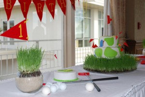 Pin &amp; Cup Golf Centerpieces